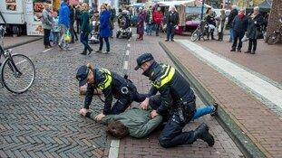 Agent lost waarschuwingsschot bij aanhouding verwarde man Dordrecht